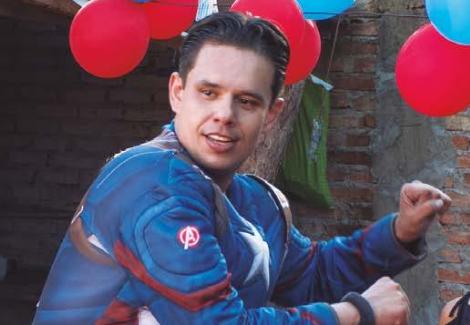 El capitán América Solidario – Lleva esperanza y alegría a hospitales y hogares de niños